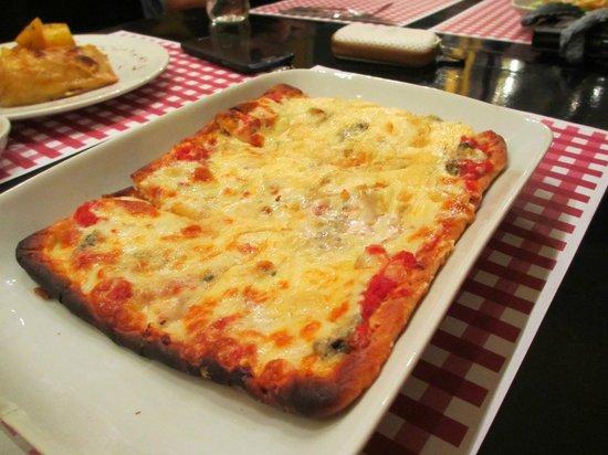 Café de Paris : Four Cheeses pizza.... To me it was too rich...