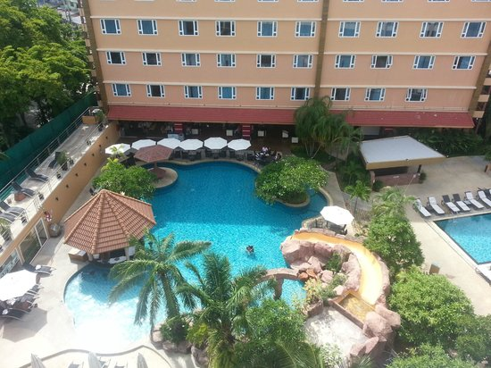 Nova Platinum Hotel Pattaya: Main pool area
