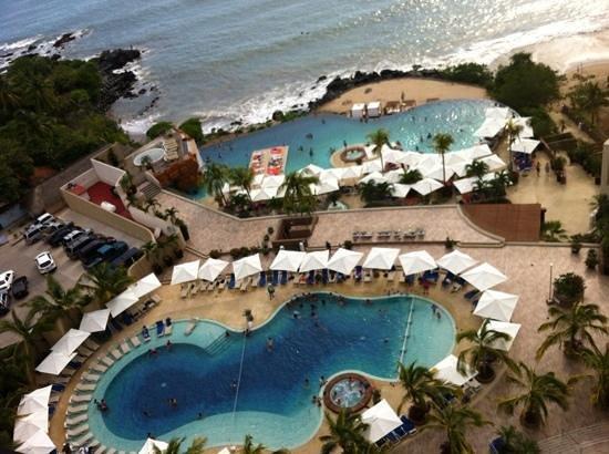Azul Ixtapa Grand Spa & Convention Center : Albercas del hotel, vista de la habitación.