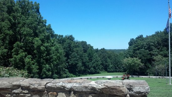 Abe Martin Lodge: Beautiful view off the back porch. Great for relaxing with a cup of coffee and a book