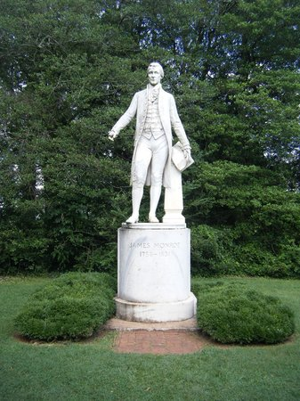 ‪‪James Monroe's Highland‬: Statue of Monroe‬