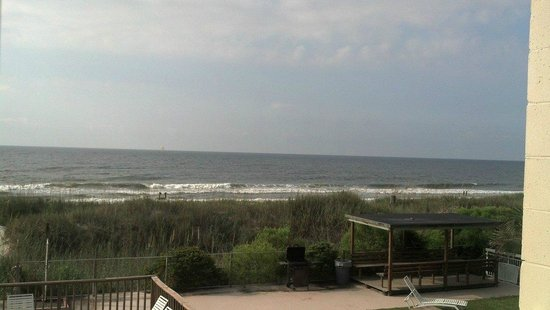 Castaway Beach Inn: Ocean Waves