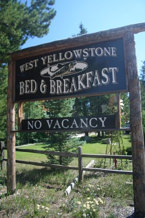 West Yellowstone B & B : Keep an eye out for the sign, right off the main road.