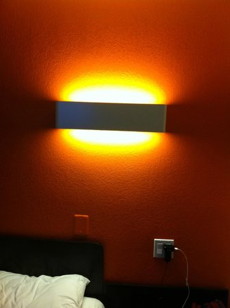 Motel 6 Los Angeles - Hollywood: soho, contemporary lighting in the room