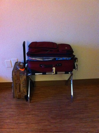 Motel 6 Los Angeles - Hollywood: luggage rack in each room