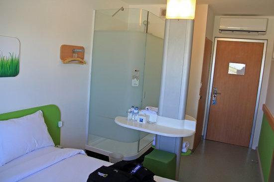 room facing bathroom and door picture of ibis budget surabaya