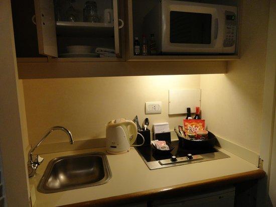Ulises Recoleta Suites: Cozinha e todos utensílios que precisamos.