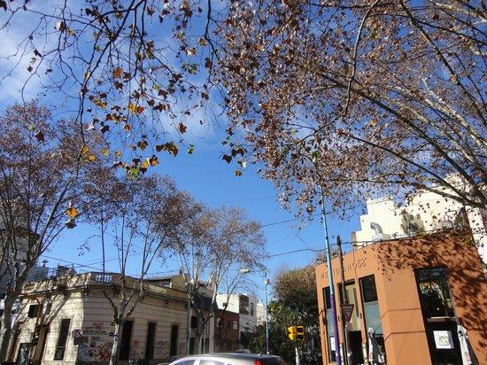 Nina Suites: vista de uma esquina do bairro