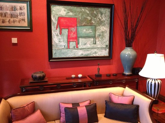 Islington Hotel: One of the many sitting rooms