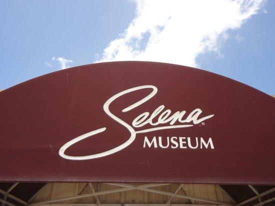 Selena Museum: entrance