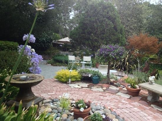 Old Monterey Inn: Gardens!