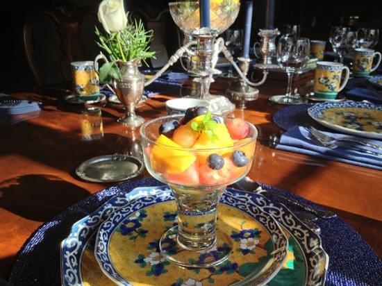 Old Monterey Inn: fruit!