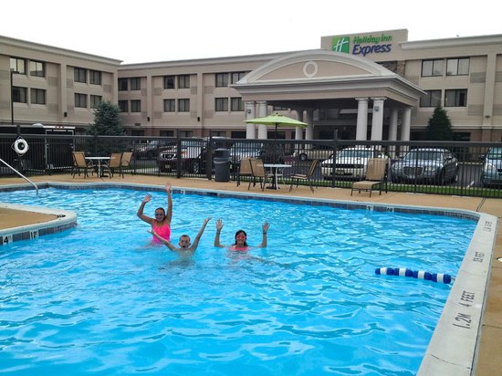 Holiday Inn Express Philadelphia NE - Bensalem: Pool is in front of Hotel.  Very Convenient and open