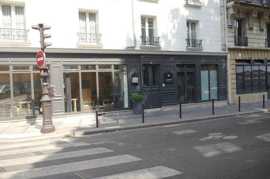 Le Citizen Hotel: Front entrance.