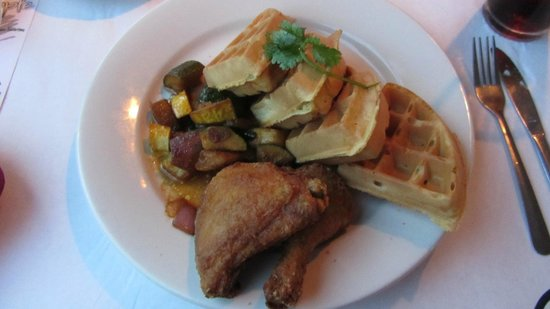 Pineapple Eddie Southern Bistro: Chicken and Waffles