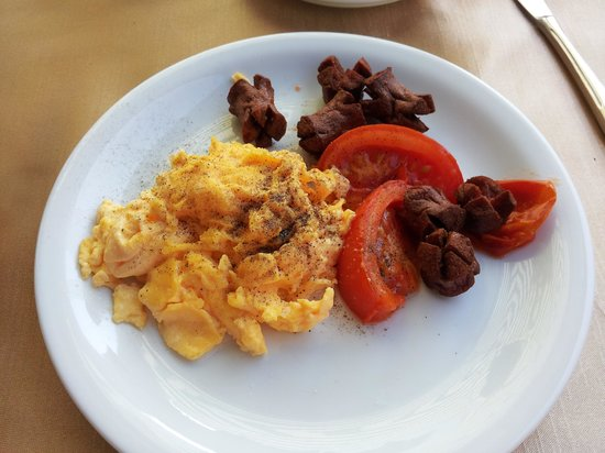 Meldi Hotel : Meldi breakfast - burnt sausages, oily tomatoes and dried scrambled eggs. The camera never lies