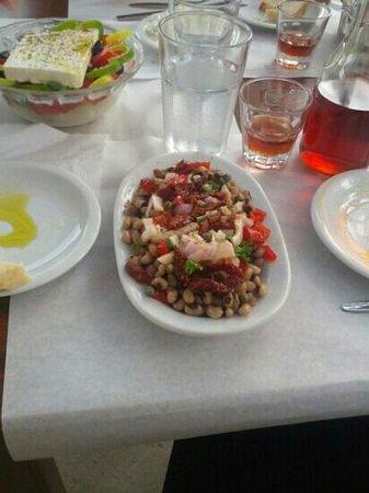 Agali Nopigia: blqck bean salad