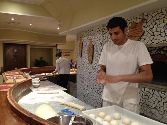 Osteria Dell'Agnolo : staff making pizza bases