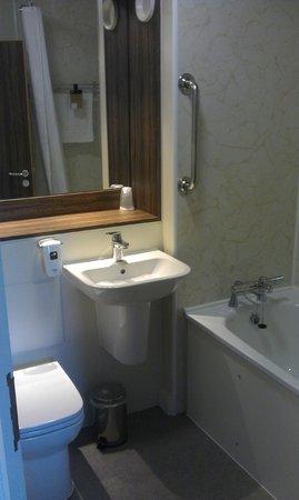 The Starling Cloud: Bathroom