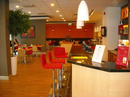 Ibis Izmir Alsancak: Bar and restaurant