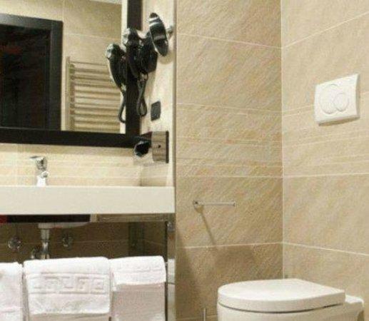 The Eden Hotel: washroom