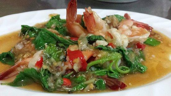Lek Seafood: Fried basil with prawns .. .yummy!