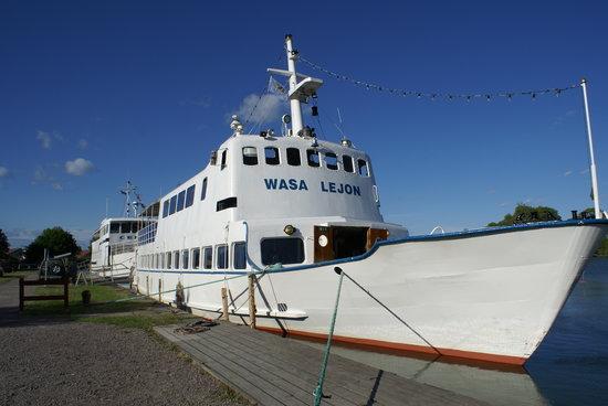 Gota Kanal: The motorship Wasa Lejon