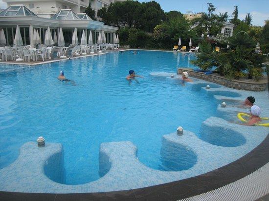Hotel Terme Tritone Thermae & Spa: Piscine avec jaccuzi individuel