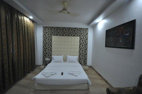 Saish Hotel: Room