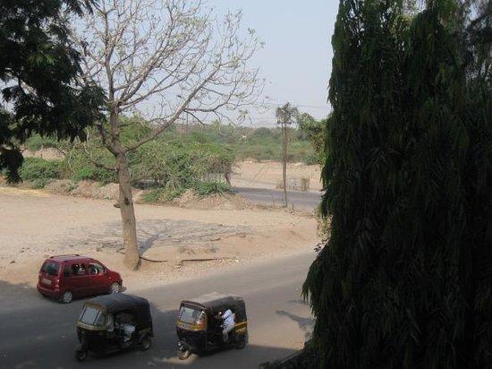 Hotel Panchavati : Front Road