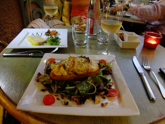 Le Patio : ヤギのチーズのサラダ。絶品。
