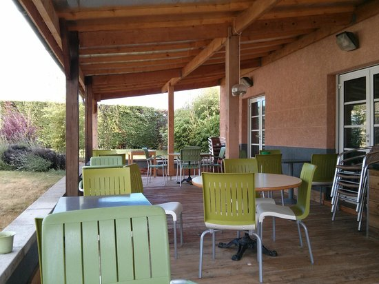 Ibis Sisteron: Desayunos exteriores
