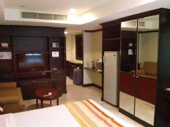 Grand President Bangkok: Deluxe room. Tower 1