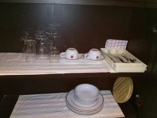 Grand President: Diningware. Quite OK