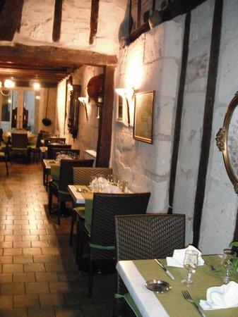 Cote Jardin: salle du restaurant