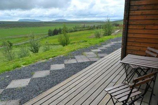 Farmhotel Efstidalur: vue de la chambre et coin exterieur
