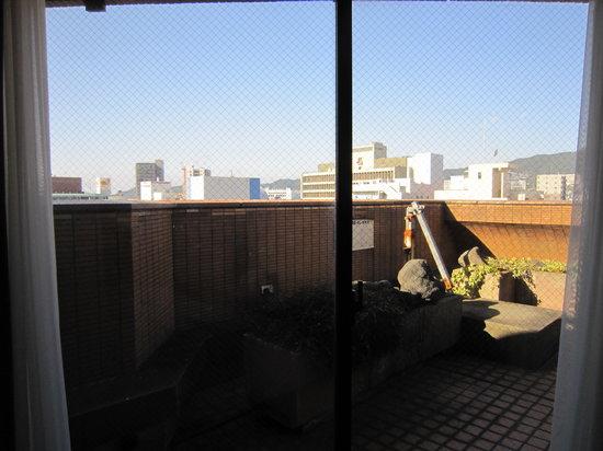 Victoria Inn Nagasaki : 窓からバルコニーで出られる