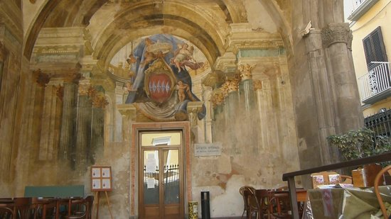 Sedile Dominova: Entrance Fresco
