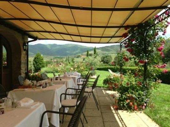 Casa Portagioia: Breakfast with white table cloth