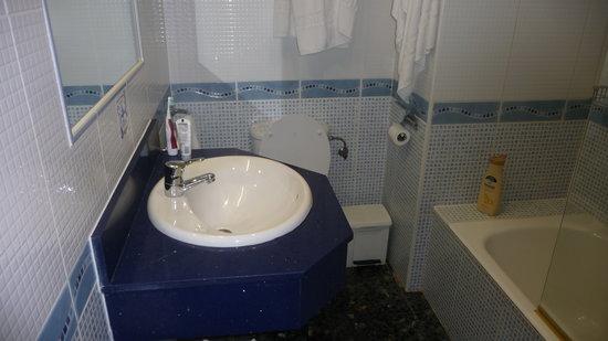 Bagno senza bidet photo de hostal illes pitiuses sant - Bagno senza bidet ...