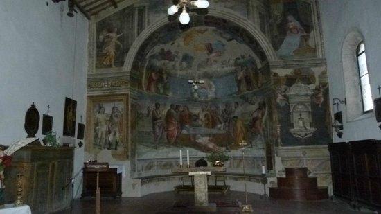 Vallo di Nera, Olaszország: un affresco all'interno della chiesa