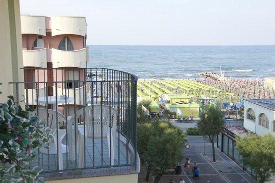 Hotel Lido: vista della spiaggia dal 4 piano