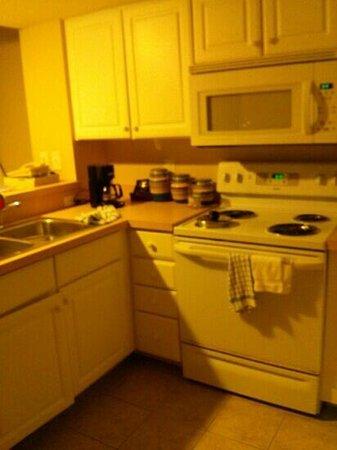 Carolinian Beach Resort: kitchen