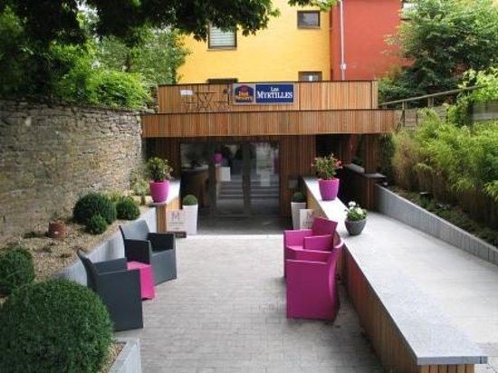 Hotel Myrtilles: Entrée via la Place Paulin Moxhet