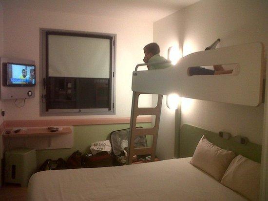 Ibis Budget Lleida: habitación doble con litera