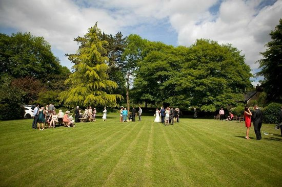 Glen-yr-Afon House Hotel: Gardens