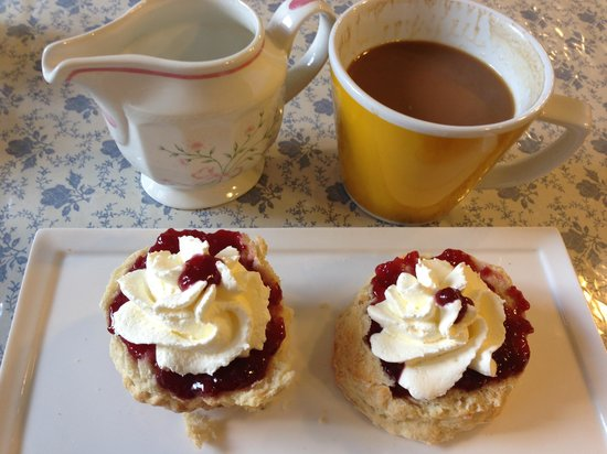 Molly's: Scones with jam and cream