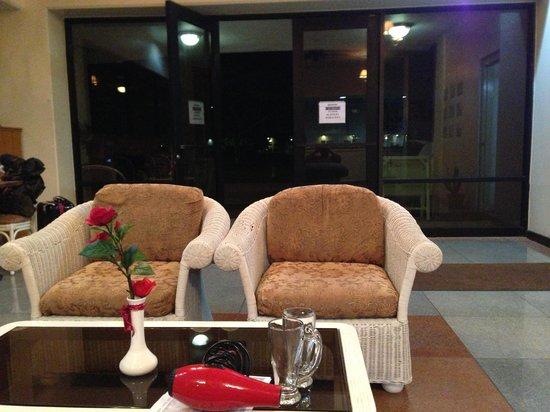 Victoria Hotel : フロント・ロビー