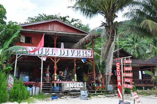 Maya Guesthouse : Dive shop beside Maya Chalets