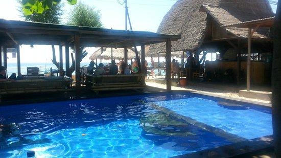 Pondok Windy: Pondok entrance, bar & pool area..
